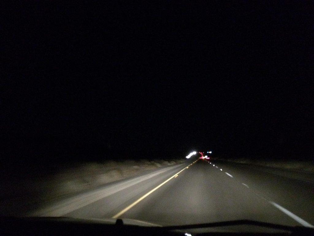 暗くなったフリーウェイ